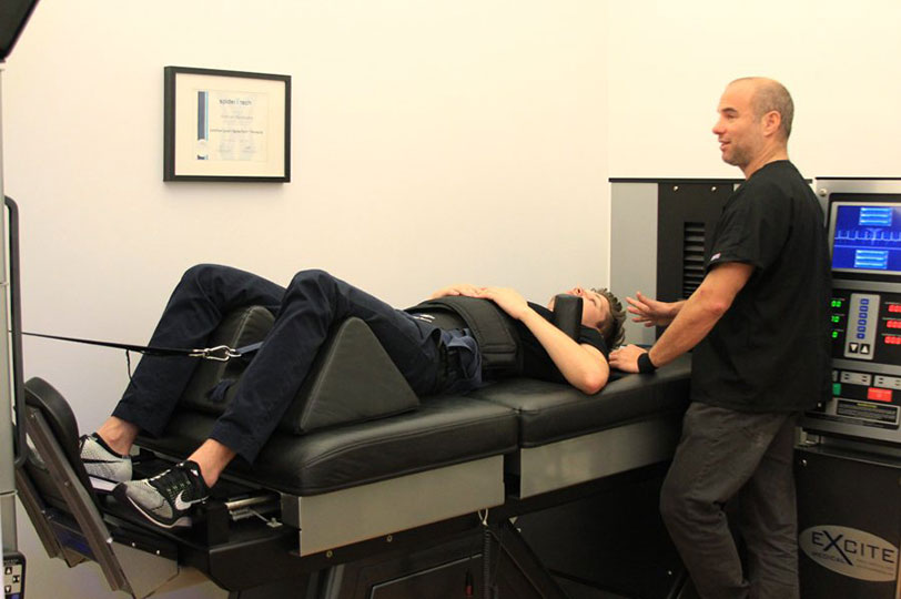 NYC chiropractor, Dr. Steven Shoshany with the DRX 9000 spinal decompression machine. Spinal decompression therapy with the DRX 9000 is available in Soho / West Village / Noho Manhattan
