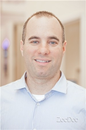A headshot of Dr. Steven Shoshany, Chiropractor and Spinal Decompression Specialist in NYC