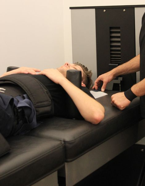spinal decompression NYC Located in downtown manhattan utilizing the DRX 9000 non-surgical spinal decompression suite to treat herniated disc back pain sciatica and neck pain